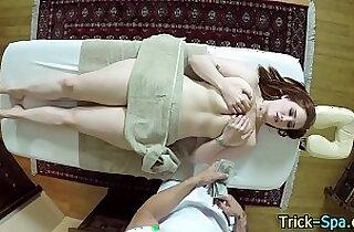 Fooled babe ass massage