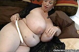 Fat granny Dagny with her big tits plays with ohmibod vibrator