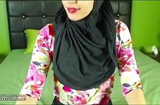 Real Hijab Arab Egypt Masturbates Her Creamy Pussy On Webcam
