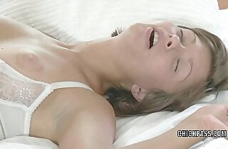Teen cutie Maddie nails lesbo slut Jane in her hot ass