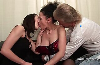 FFM Amateur french couple teaching a young brunette lesbian babe in hard fist didlo fuck