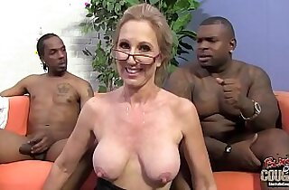 Two black guys are in love to bang with their granny teacher