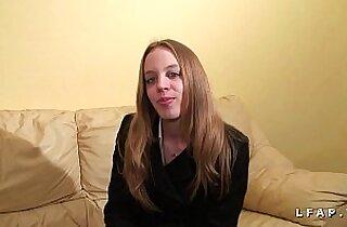 Petite francaise grave sodomisee pour son casting porno amateur