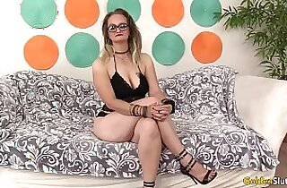Mature woman Lilith Lust spread her intimate parts before fucking
