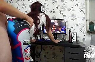 Chica gamer coge mientras juega en su PC MIRA EL VIDEO COMPLETO EN