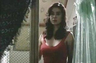 Amanda Page Tatsulok hot scene